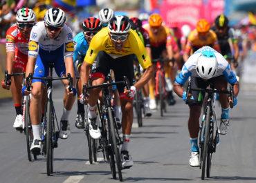 Sebastián Molano repite victoria en Sogamoso. Jonathan Caicedo sigue líder del Tour Colombia 2020